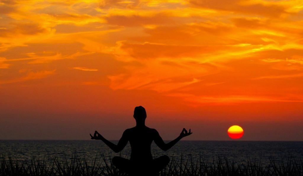 Méditer régulièrement est un excellent moyen de réduire son stress et maîtriser ses mauvaises émotions